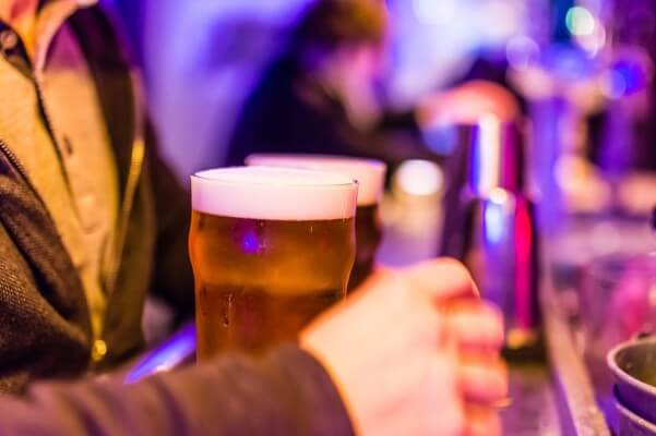 BR_happy-hour_bar-601x400
